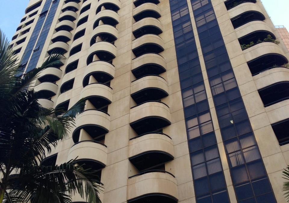 Lindo conjunto comercial mobiliado para locação no Itaim Bibi com 45m² de área útil e vaga. Mude já!! R$ 3.300,00
