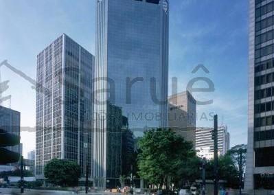 Conjunto comercial para locação com 245m² e 5 vagas, na Avenida Paulista, com copa, ar, forro e piso elevado em prédio de excelente padrão. R$ 25.500,00