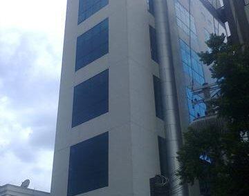 Conjunto comercial para locação na Vila Nova Conceição com 43m², 3 salas, 2 banheiros e vaga, edifício com portaria 24 horas, R$ 1.700,00
